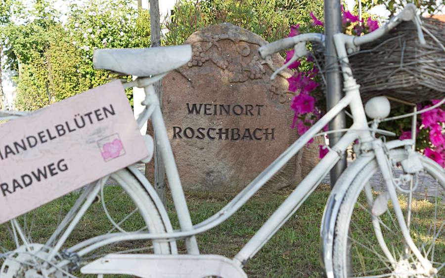 Der Weinort Roschbach ist bekannt für seine Schmuckfahrräder.